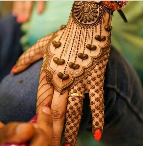 Photo of Cute mehendi design at back of the hands