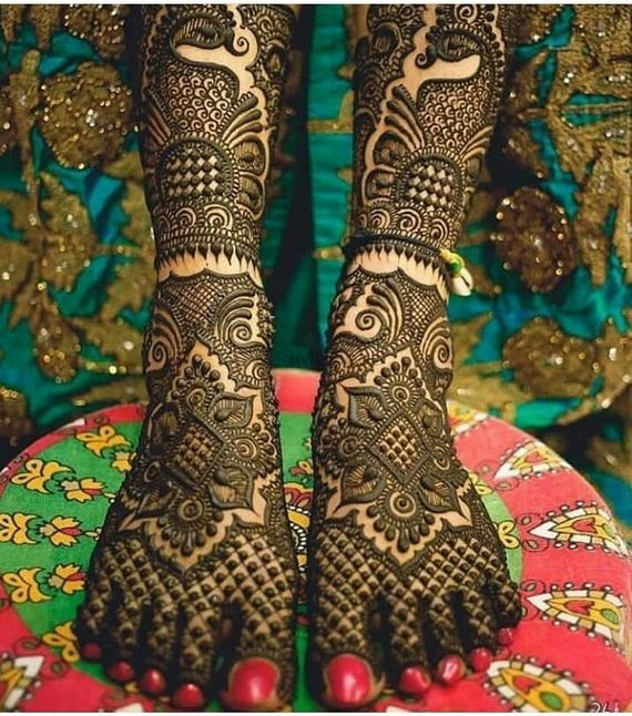 Photo of A pretty traditional mehendi bridal design for feet.