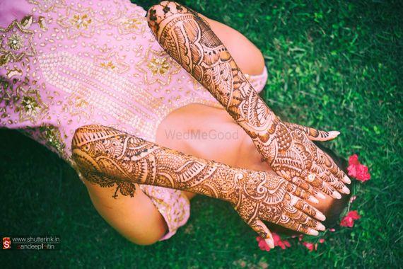 Photo of Bridal Hand Mehendi - Back Of The Hand Mehendi