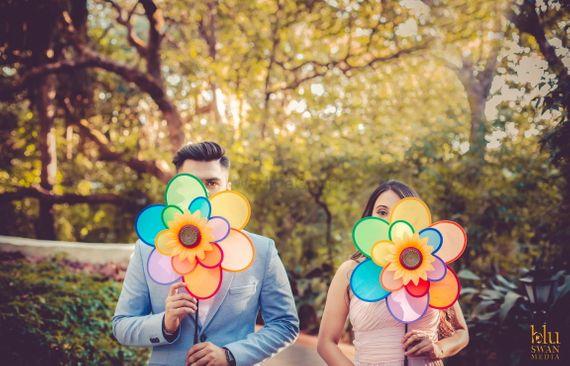 Photo of pre wedding shoot prop flower idea