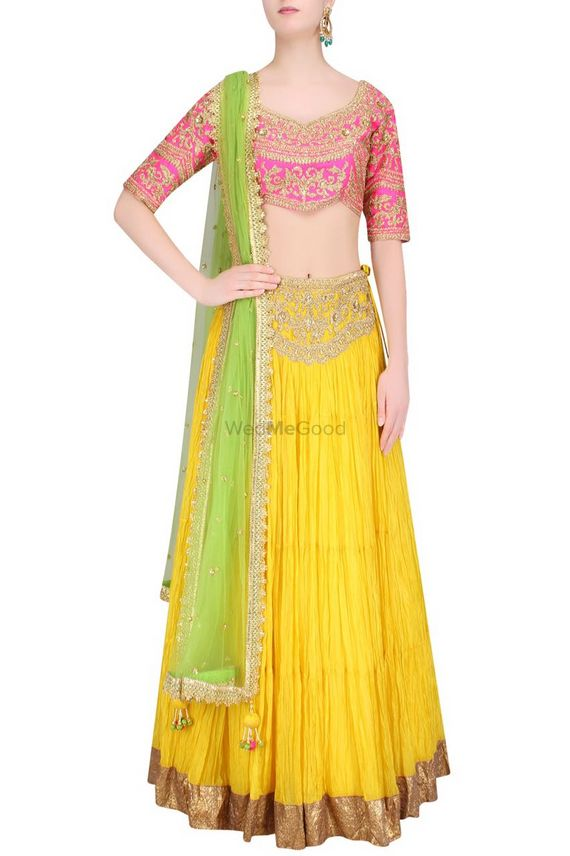 Photo of mehendi outfit