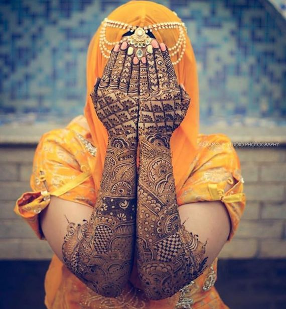 Photo of Beautiful back mehendi design for the bride-to-be