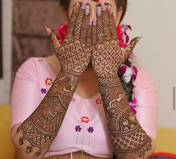Photo of Pretty intricate mehendi design forthe wedding day