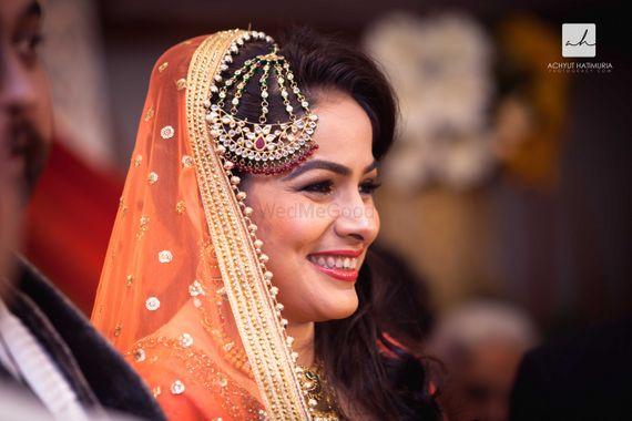 Photo of Bride with Kundan Jhoomer and Orange Dupatta