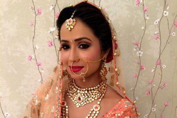 Photo of Pretty shot of bride in peach