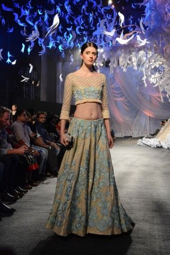 Photo of gold sangeet lehenga by Manish Malhotra