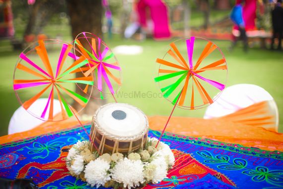 Photo of Unique centerpiece with miniature tabla and pinwheels