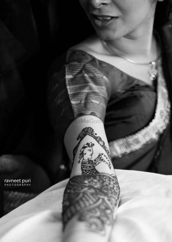 Photo of Bridal mehendi design with portraits in black and white