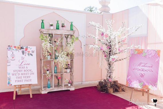 Photo of Pretty entrance decor