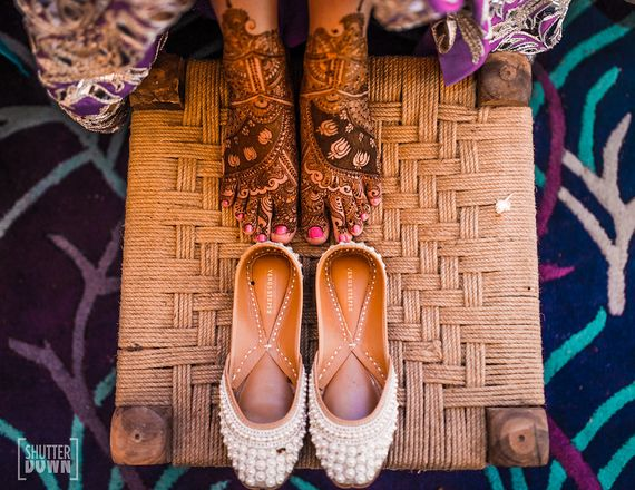 Photo of Mehendi bridal feet and juttis with pearls