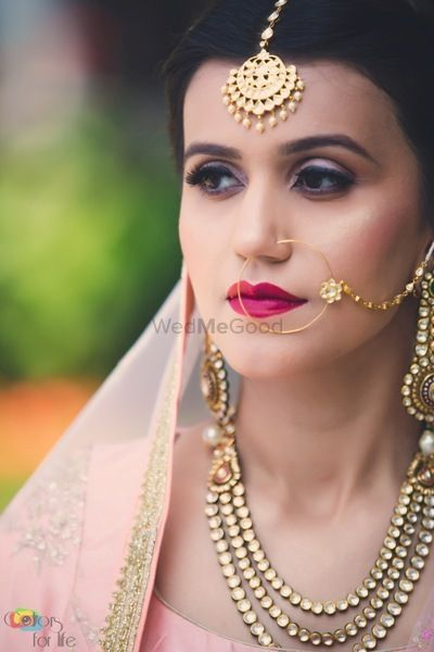 Photo of Clean bridal makeup with highlighter and red lips