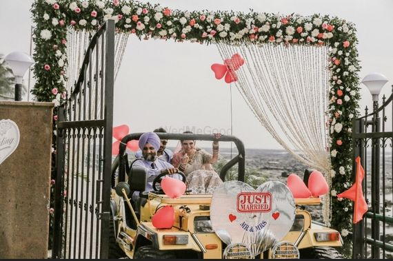 Photo of Couple exit in just married car
