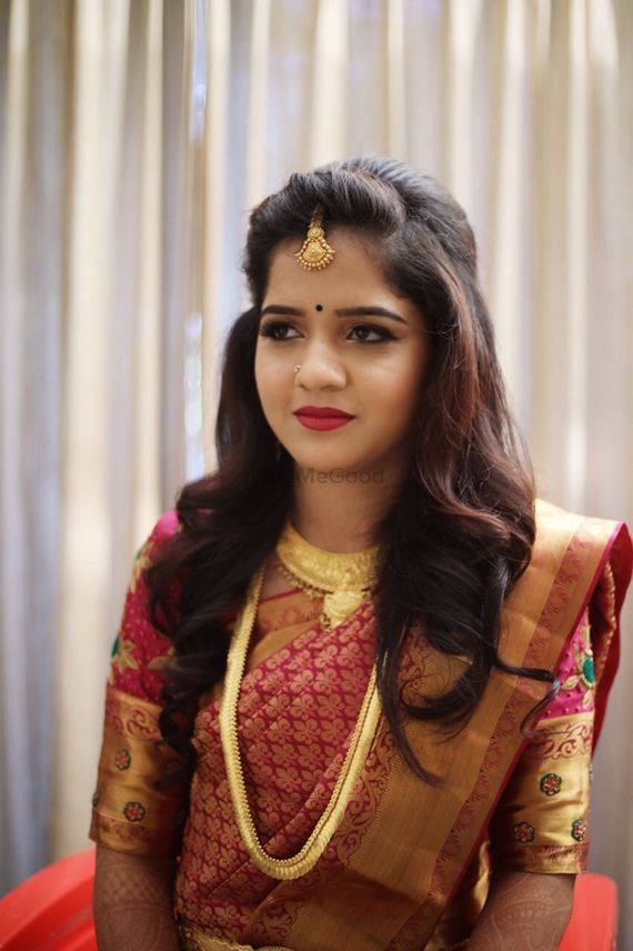 Photo Of Simple Hair And Makeup For A Maharashtrian Bride