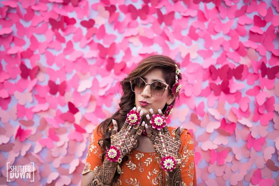 Photo of Mehendi bridal portrait showing off haathphool