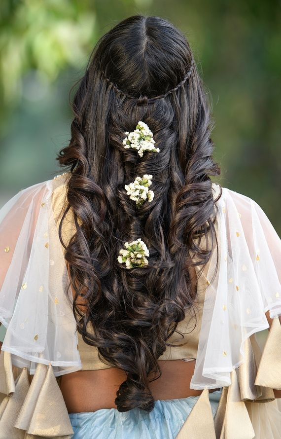 Photo of Open mehendi hairstyle with babys breath