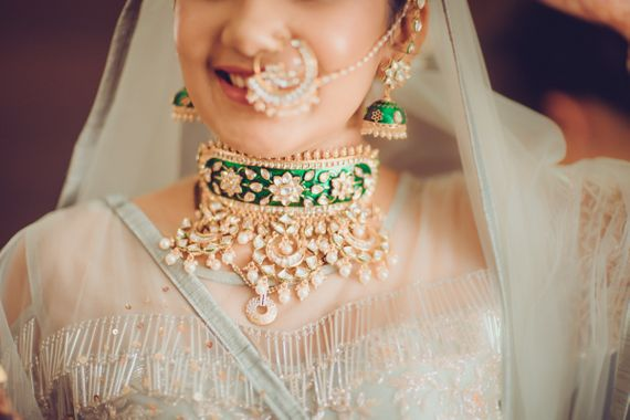 Photo of Indian bride wearing gold and green emerald choker for wedding