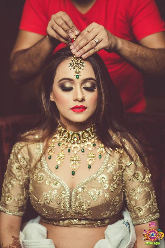 Photo of Getting ready jewellery placing shot