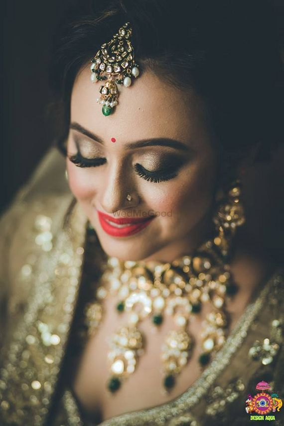 Photo of Gold smokey eye makeup