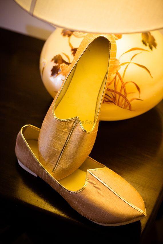 Photo of gold juttis
