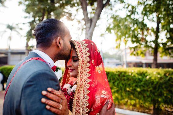 Photo of Couple kissing portrait