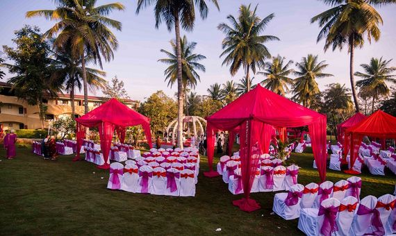 Photo of Hot Pink and White Evening Decor