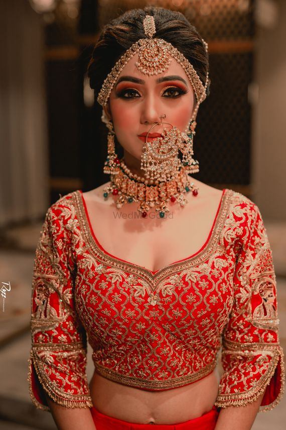 Photo of A bride wearing gorgeous jewellery on her wedding day.