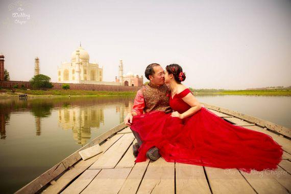 Photo of Boat Pre Wedding in Front on Taj Mahal