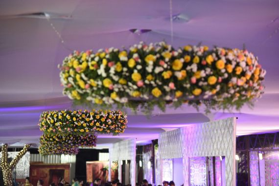 Photo of Suspended garden decor in green and yellow