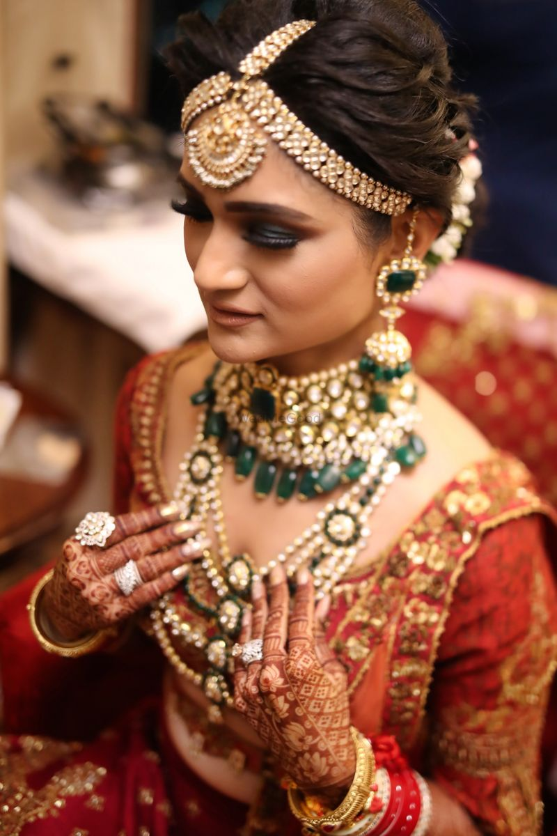 Photo of Bridal jewellery with layered necklaces and thick maangtikka