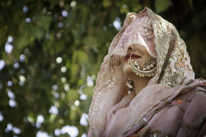 Super New Checklist: 12 New Poses for Fun Bridal Portraits !