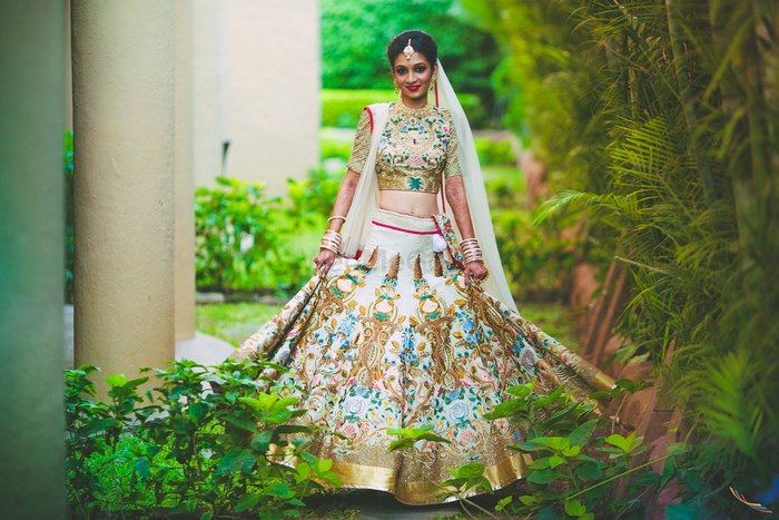 Pretty Pune Wedding With A Unique Ivory Lehenga