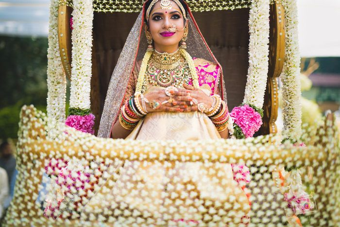 Glamorous and Elegant Wedding in  Bangalore With Gorgeous Temple Jewellery