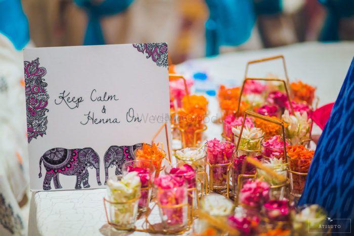 #GetTheLook: Super Cute Mehendi Table Decor in Under Rs 2000!