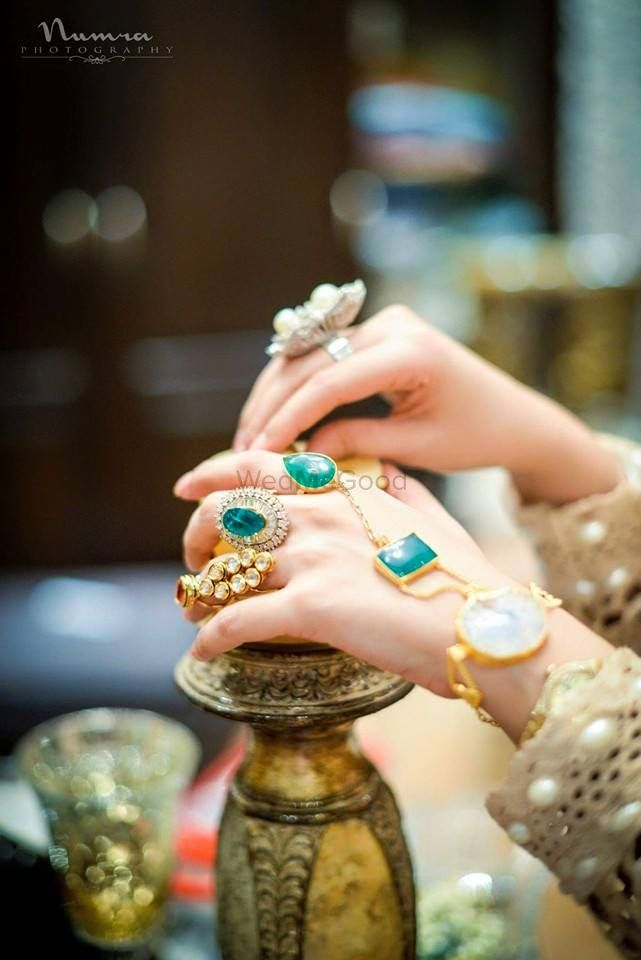 From Dainty to Edgy: The Coolest, Trendiest Hand Jewellery Ideas for Modern Brides That We Spotted!