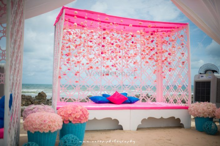 30+ Cool New Mehendi Seating Ideas For Brides!