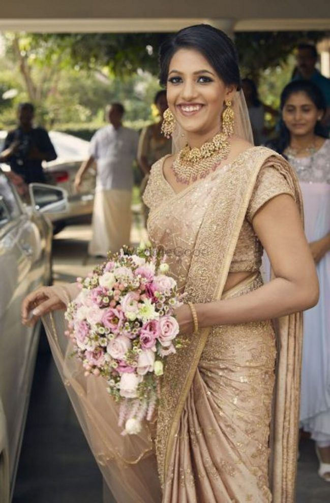 Dreamy Kochi Bride In Her Minimalist Sabyasachi Sari!