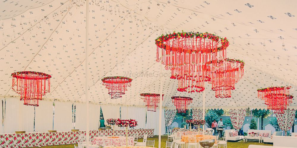 Floral Chandelier Decor Seems To Be A Hit This Wedding Season!