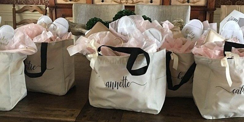 5 Personalized Totes For Your Bridesmaids &Where To Buy Them